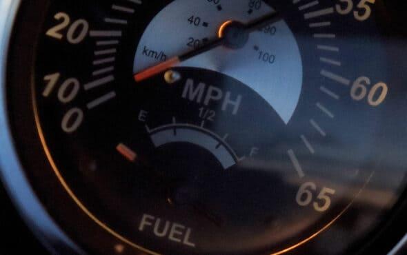 Mito o realidad: ¿llevar el tanque lleno ahorra combustible?